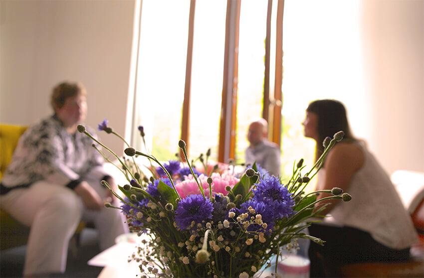 Gespräch mit Frau Kloß im Büro von StayFriends